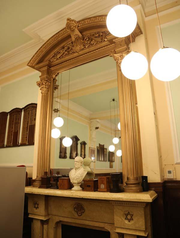 atghol mantle mirror